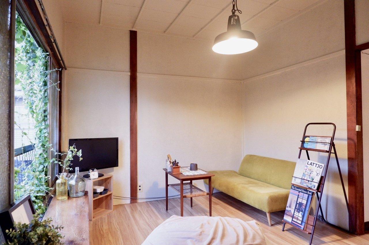 和室なのか?洋室なのか?どちらともつかない、でもどちらの良いところもとっている雰囲気のこちらのお部屋。6畳のリビングスペースは、自分の心地よいものだけ集めましょう。