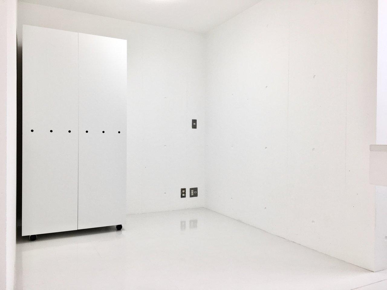 10.8畳あるリビングから少し飛び出たところは、寝室にしましょう。収納スペースはありますが少々小さめなので、荷物は適度に減らしたほうがよさそうです。