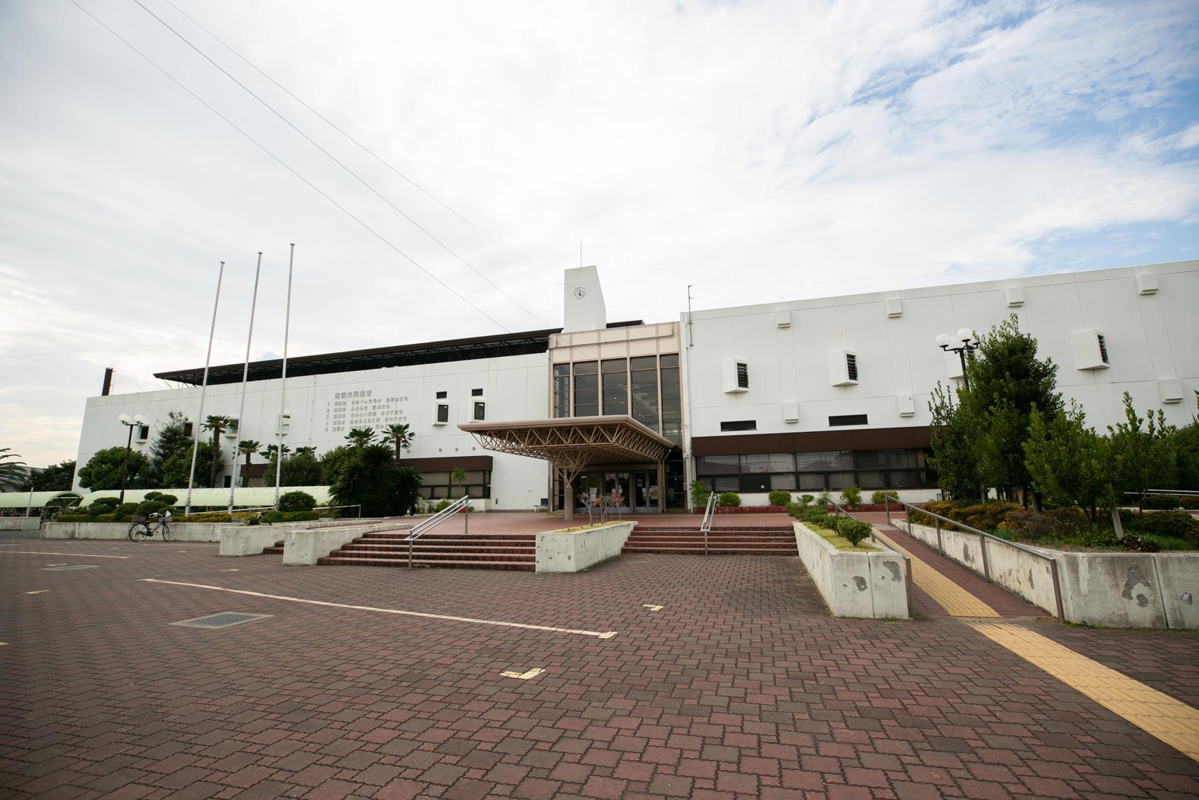 大きな体育館と陸上競技場のある「総合スポーツセンター」