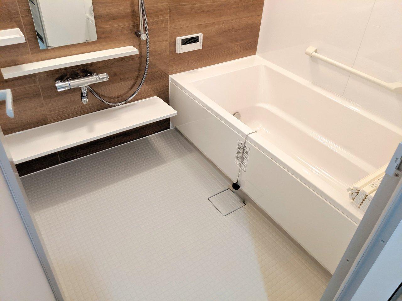 さすが新築。お風呂は浴室乾燥・冷暖房機能付きと抜かりなし。