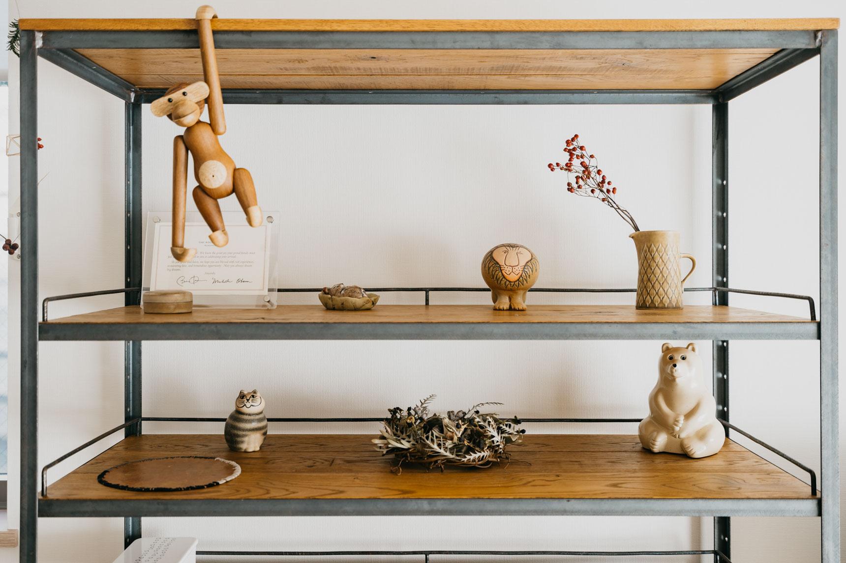 棚の上段には、少しずつ、買い足していっているという素敵なコレクション。