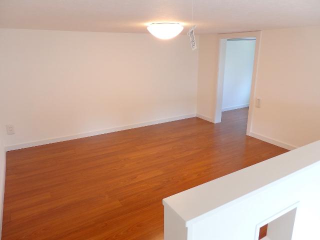 10㎡ほどあるロフトがこちら。10㎡というと、6畳ほどの部屋に換算されます。ワンルームのお部屋だけど、使える部屋が二部屋あると思っていいほどの広さがありました。