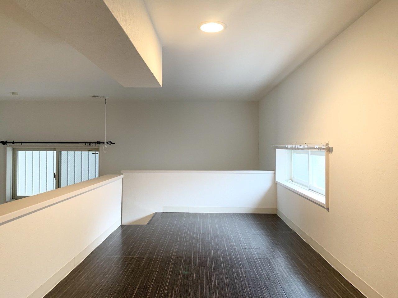 ロフトはこんな感じ。窓もあって明るくていいですね。壁に囲われているわけではないので、とても開放感があります。