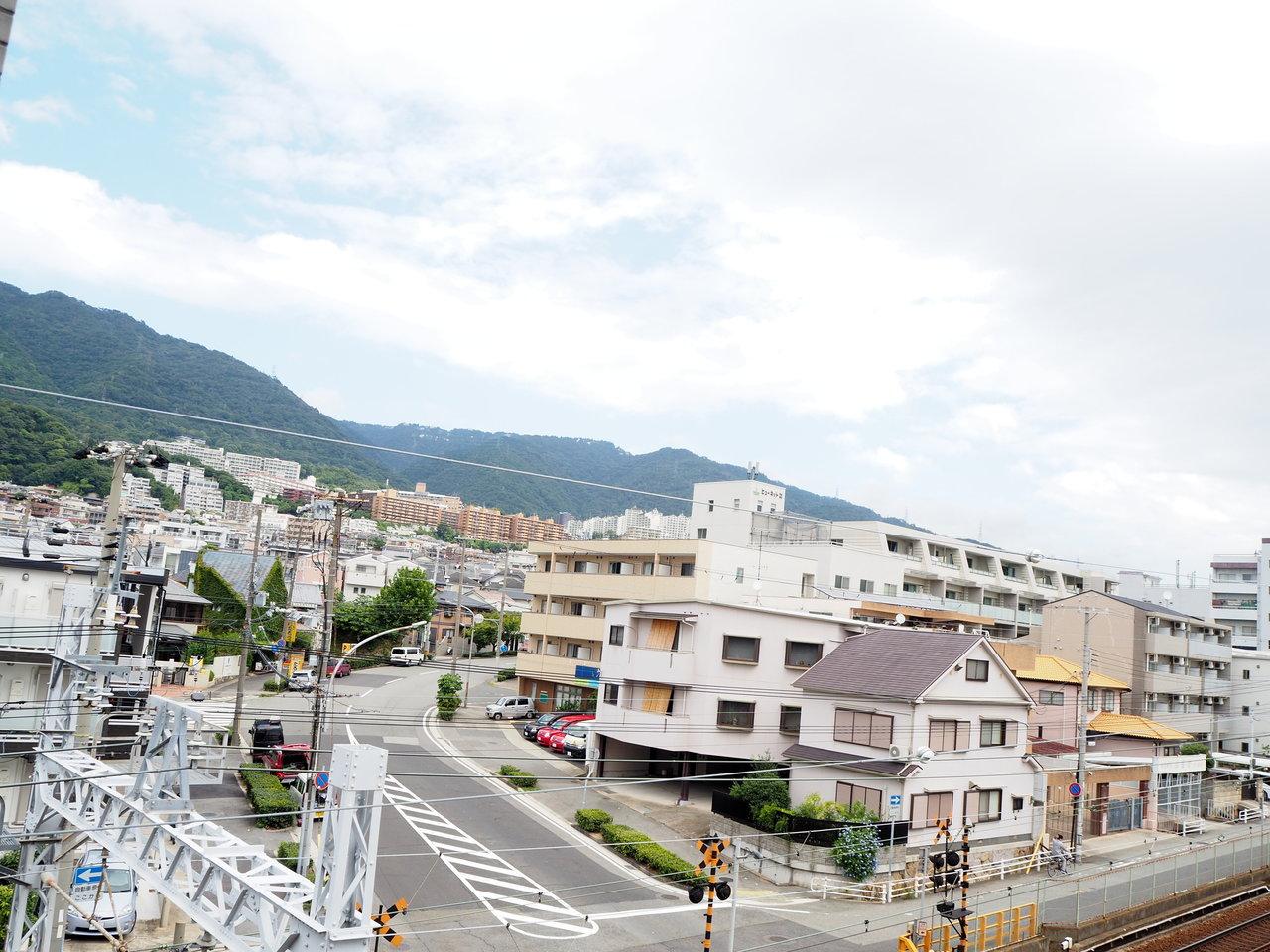 そしてなんといってもこの眺望!六甲山をすぐそばに感じることができるんです。自然が近くにあるって、いいですね。
