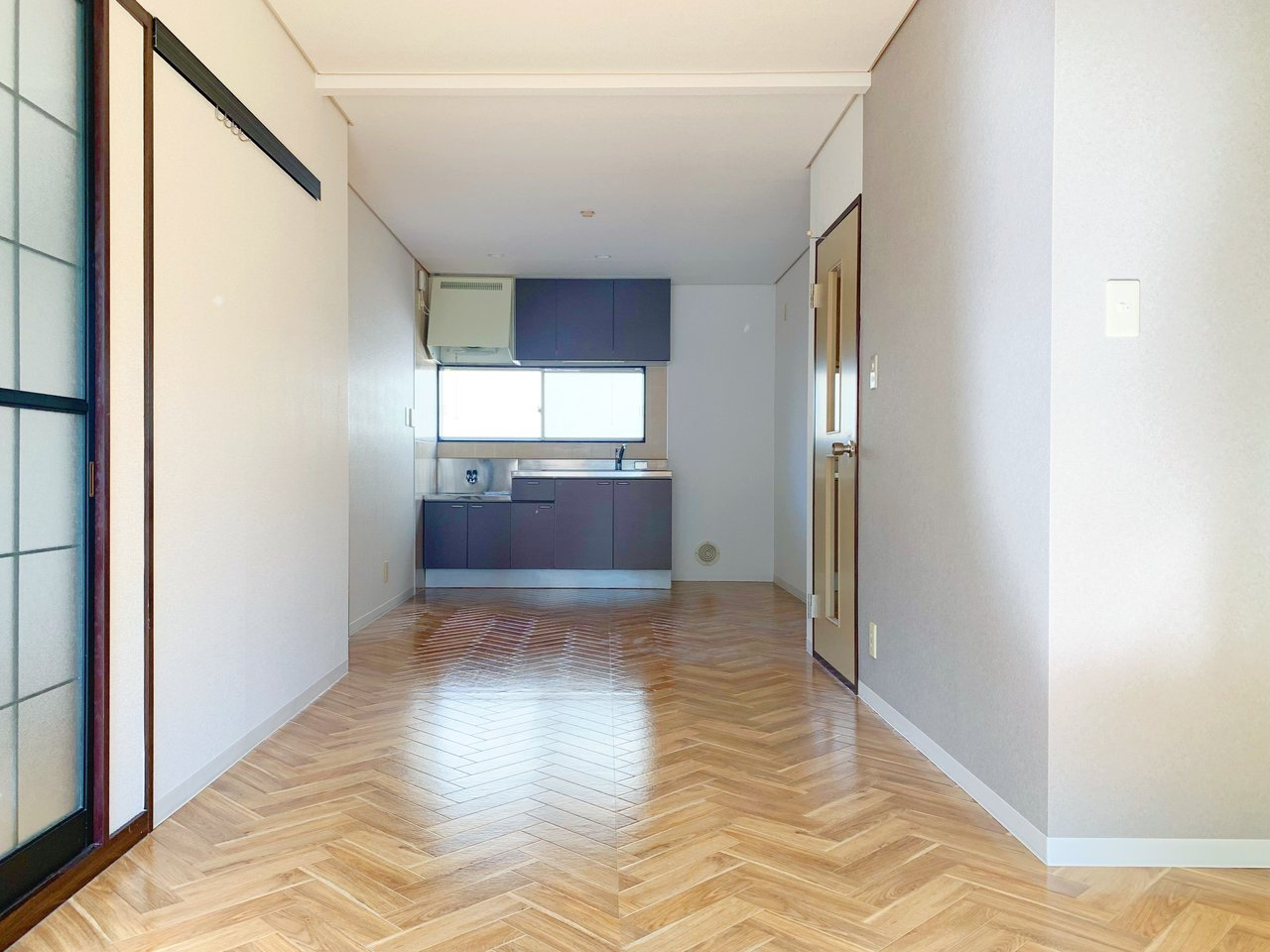 縦に長〜いお部屋なので、家具の配置をいろいろ工夫して使いこなしたいですね。