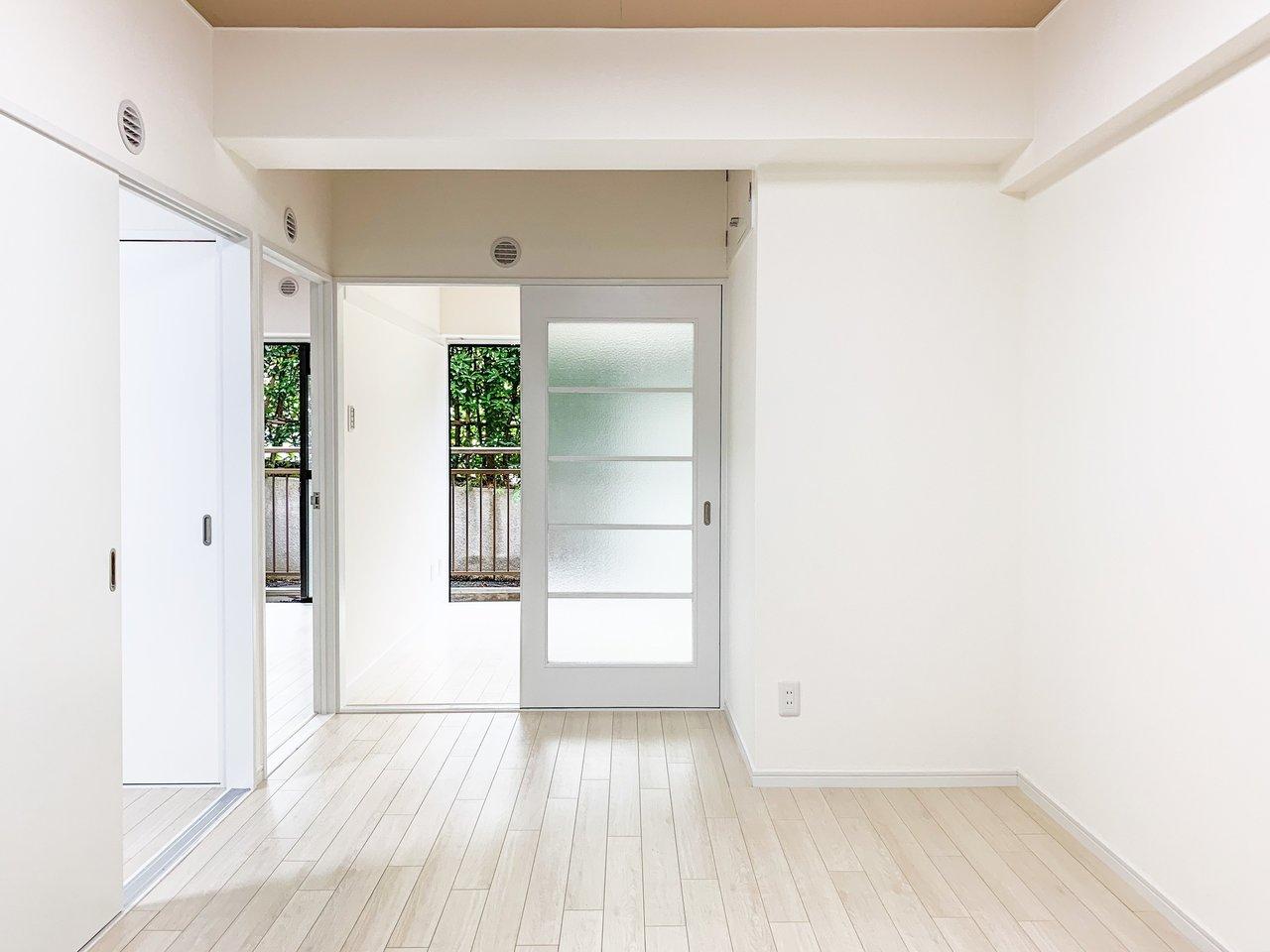成増駅から徒歩12分のところにある、3DKのお部屋。このお部屋のいいところは、分けるところは分ける。でも繋がりもとても大切にしていること。すべてのお部屋がDKのお部屋とつながっているので、いつでも家族みんなの様子がなんとなくわかる、そんなお部屋です。