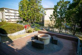団地の中でバーベキュー!「みんなのテーブル」と「みんなの庭」がある、千里青山台の暮らしが素敵です
