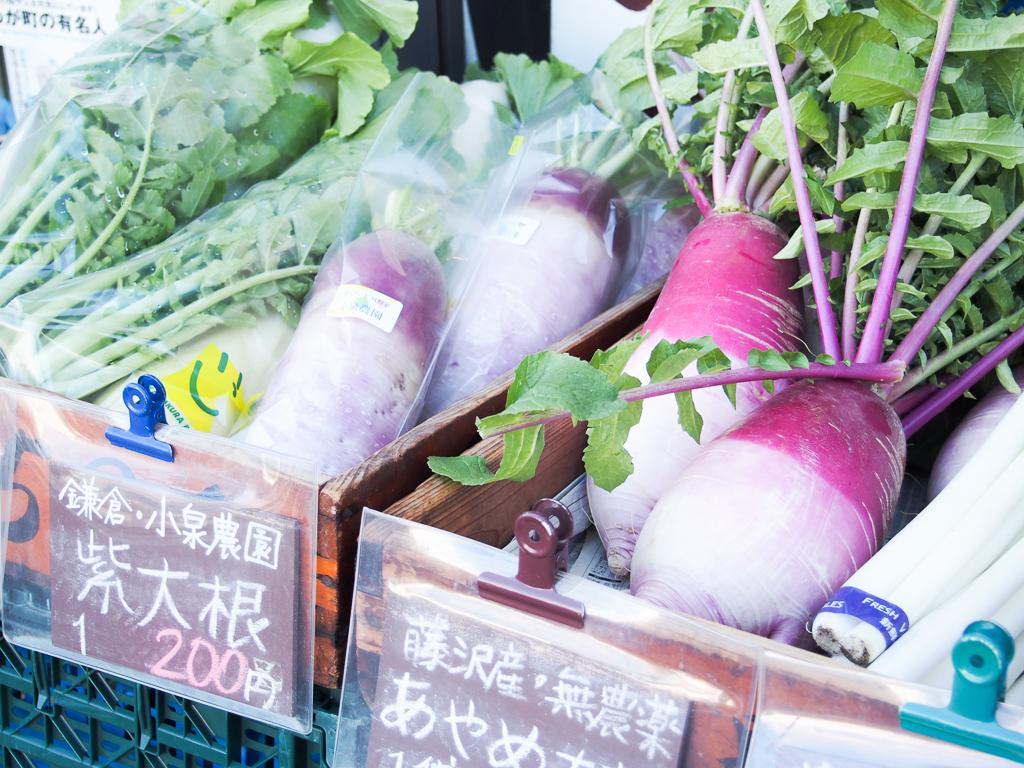 店主のよっしーさん、こと吉川ゆうじさんが、全国の畑を巡り、農家さんと直接交渉をして買い付けた野菜を提供しているとあって、味は絶品。週末には様々な場所のマルシェに参加することも。