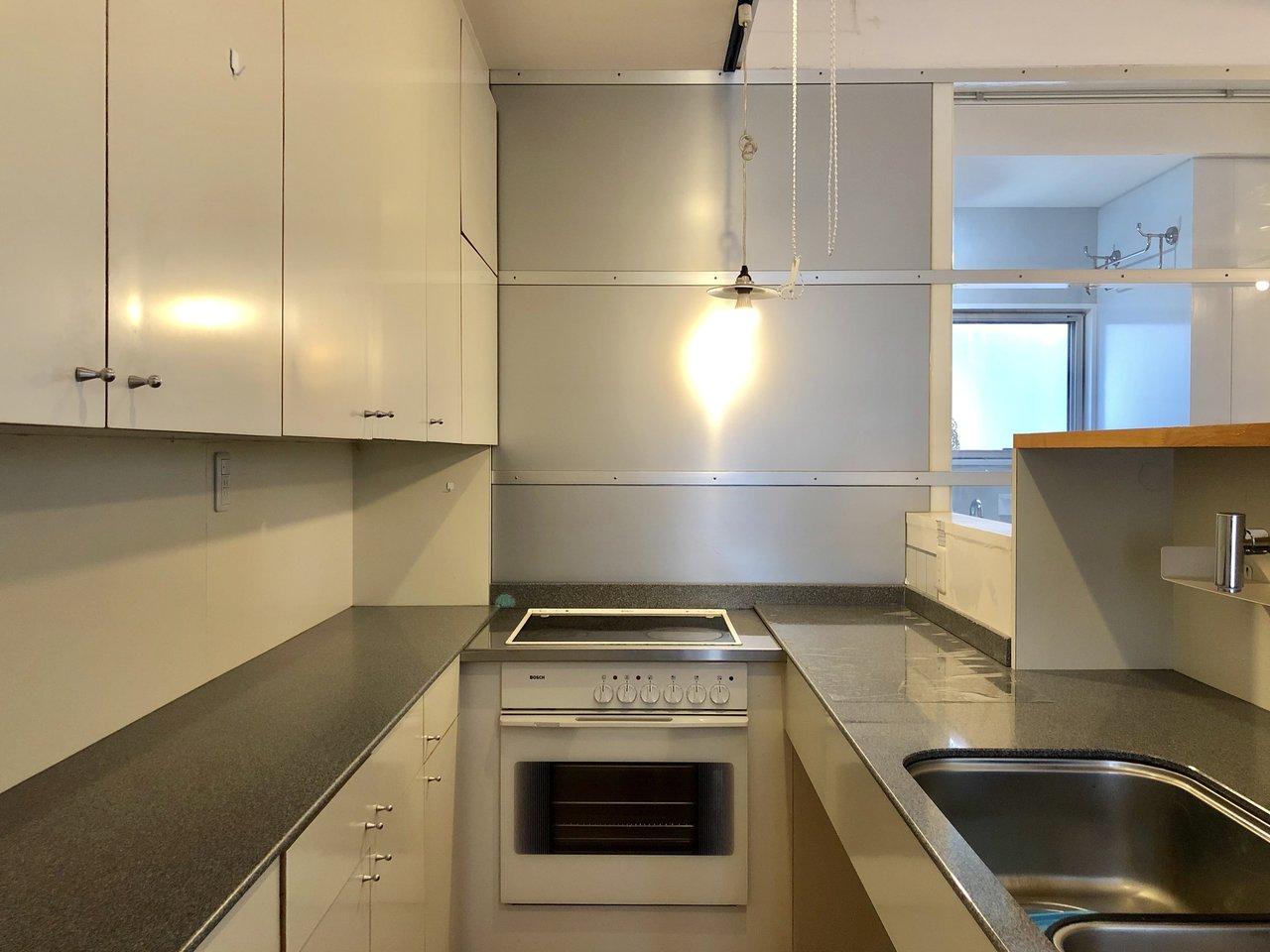 2階には、ビルトインオーブンのあるキッチン・ダイニングと、10畳のリビングの2部屋。