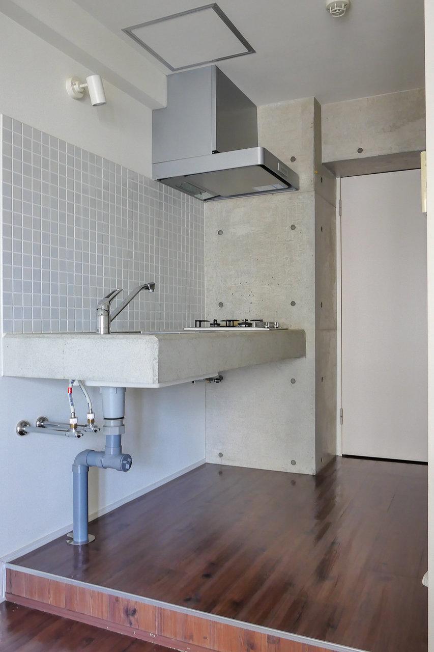 キッチンのこの佇まい。素敵です。これならお部屋の中にキッチンがあっても全然気にならない。