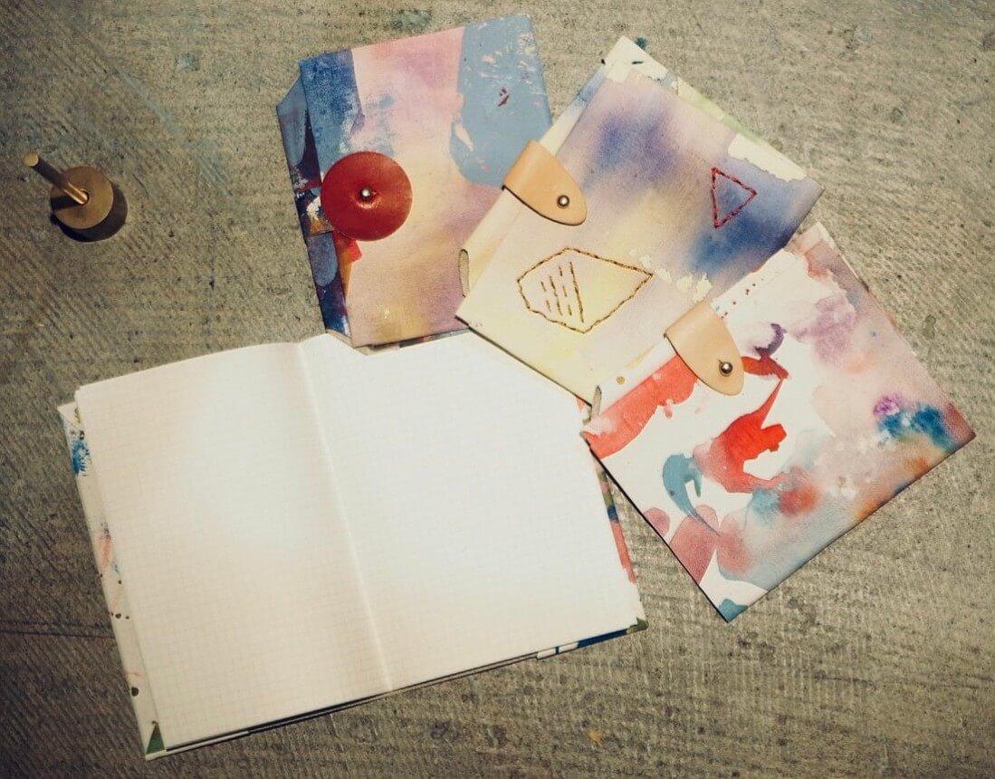 絵の具で彩る『シームレスブックカバーワークショップ』を開催します