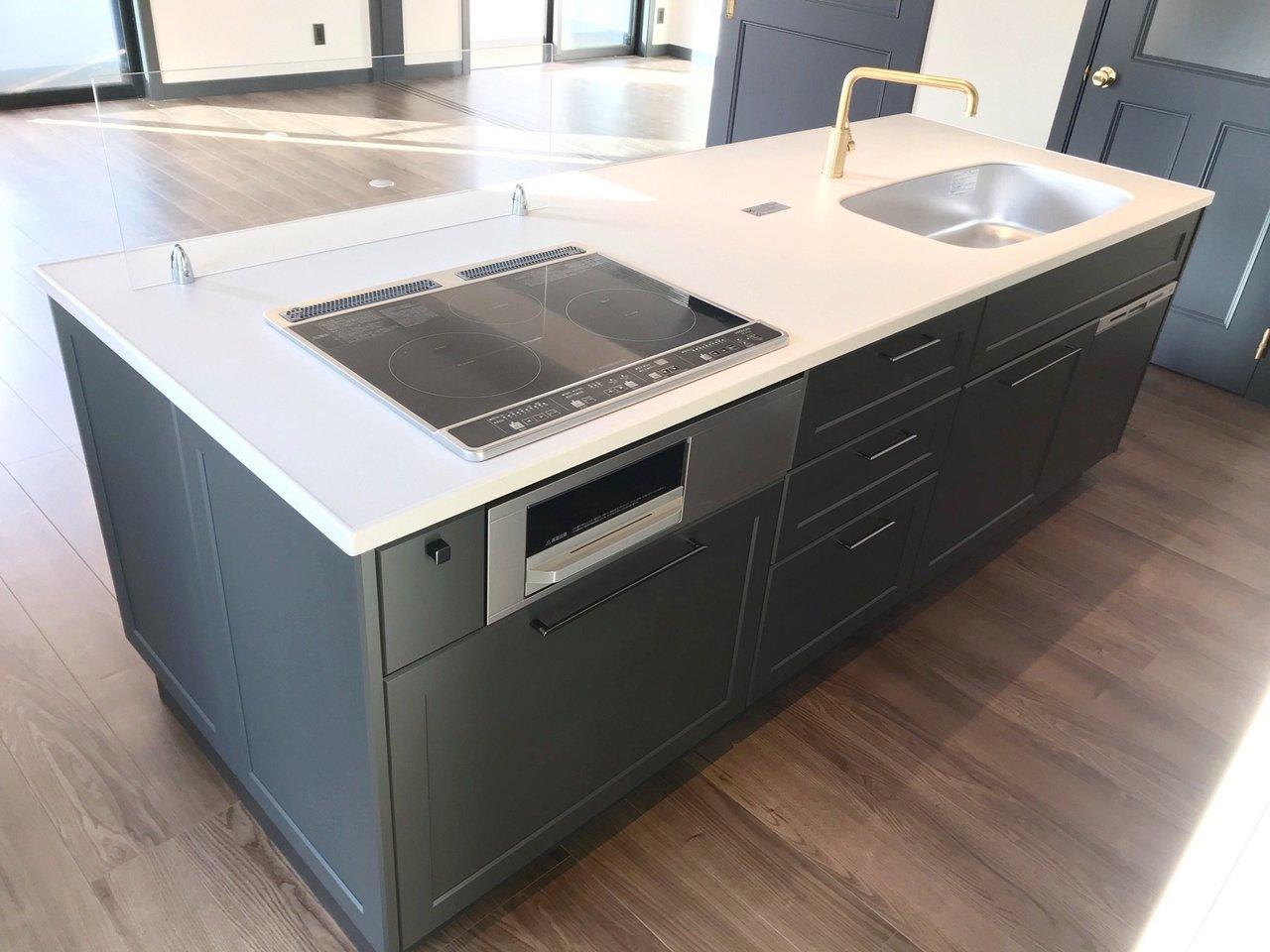 機能性も十分のおしゃれなキッチンで、否応無くテンションが上がってしまいますね。