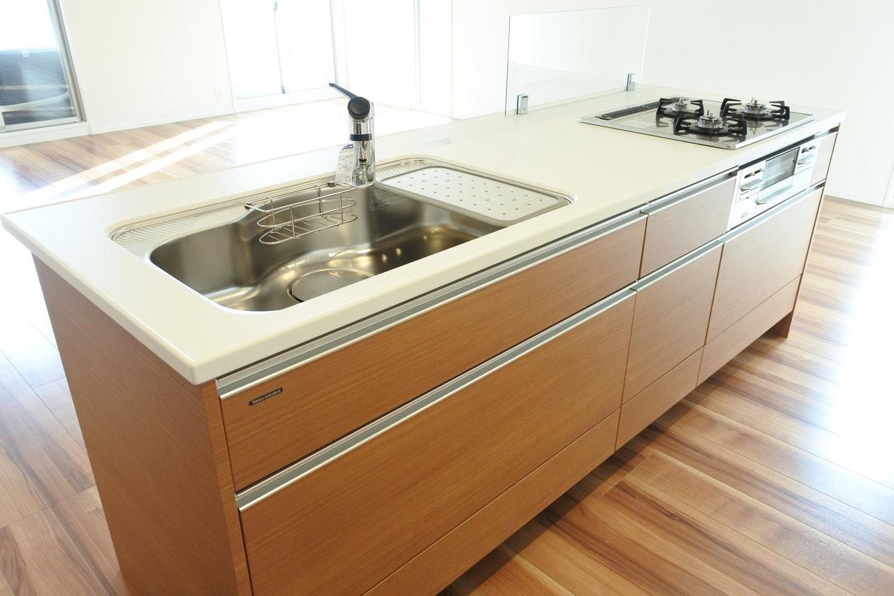 キッチンも、高級感あるデザインがいいですよね。早くここで料理がしたい。