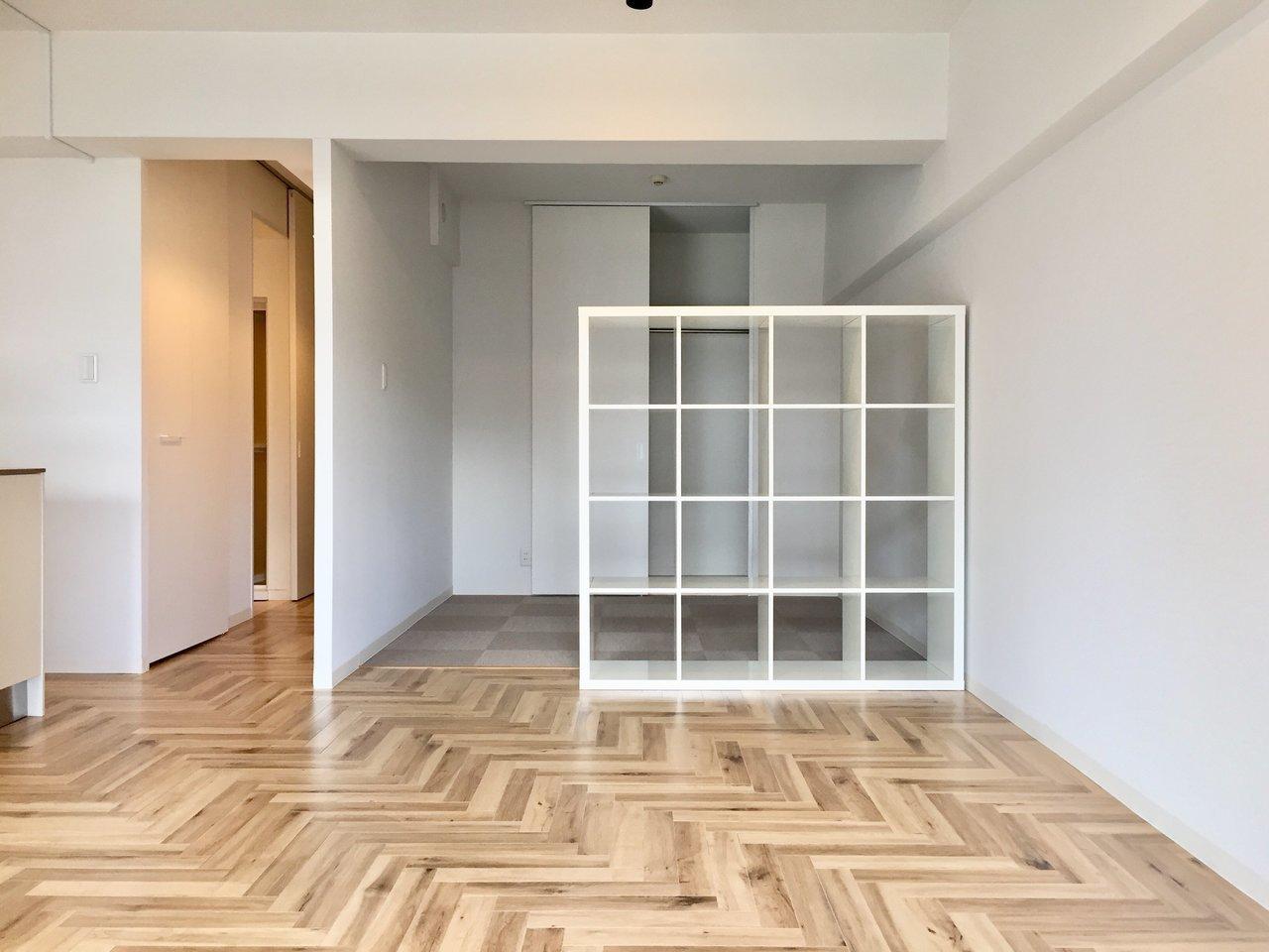 寝室とLDKとは、収納の間仕切りで区切るタイプです。好きなものをたくさん飾れそうでいいですね。