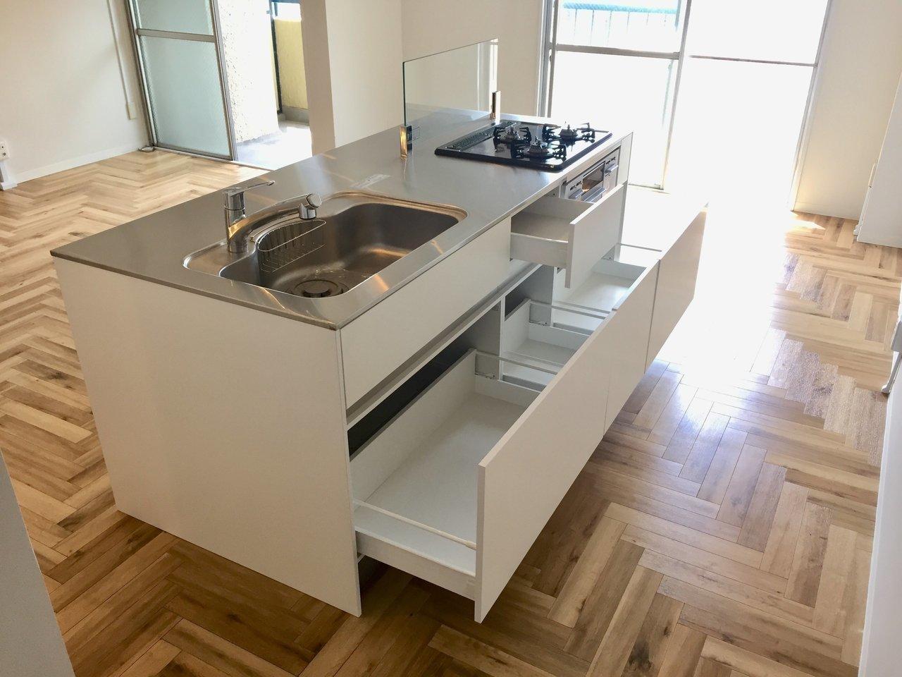 キッチンはこちら!料理好きさんも納得できる作業スペースの広さですよ。
