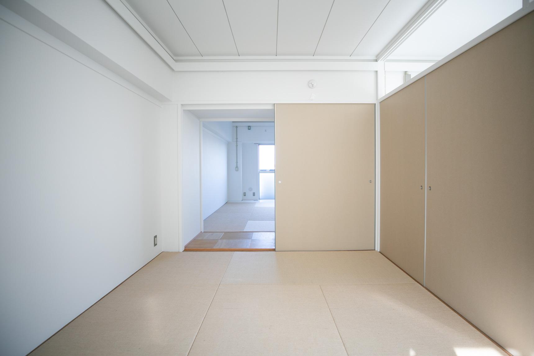 南側と北側の部屋の間にあった押入れは、壁を取り払ってそのまま自由に行き来もできるように。