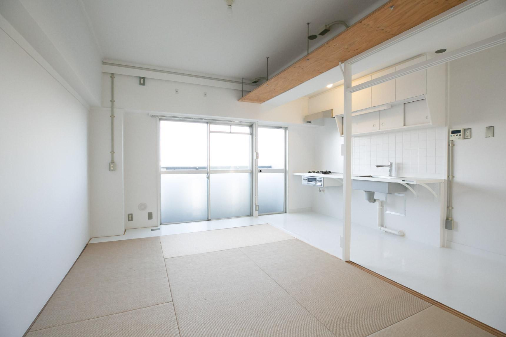 こちらが、千代が丘につくられた「MUJI×UR団地リノベーションプロジェクト」のお部屋のうちの1部屋。1LDKタイプ、63.51㎡のお部屋です。