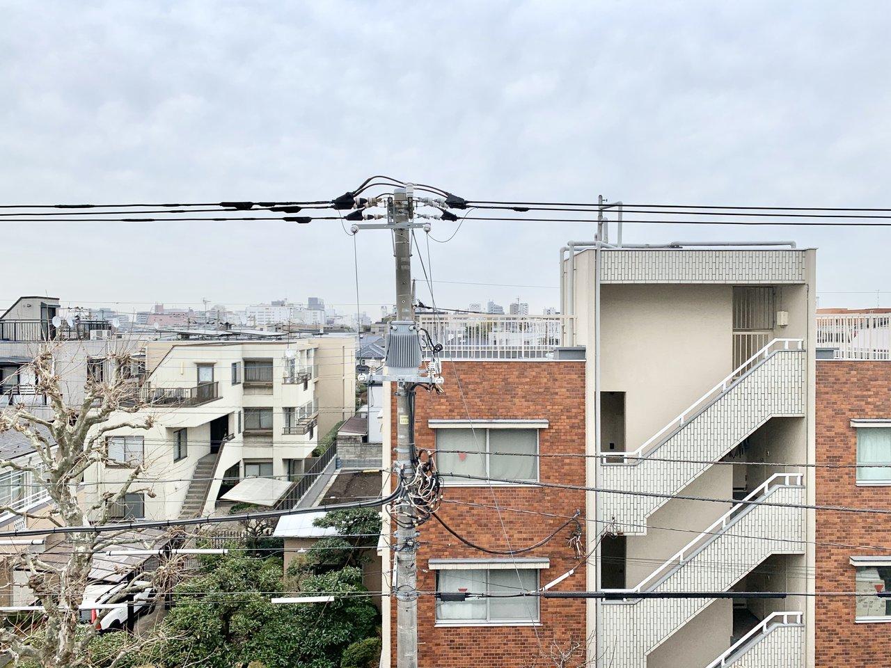 お部屋から見える風景。「あー、わたし今日から吉祥寺で暮らすんだ」なんて言葉が漏れてきそうです。