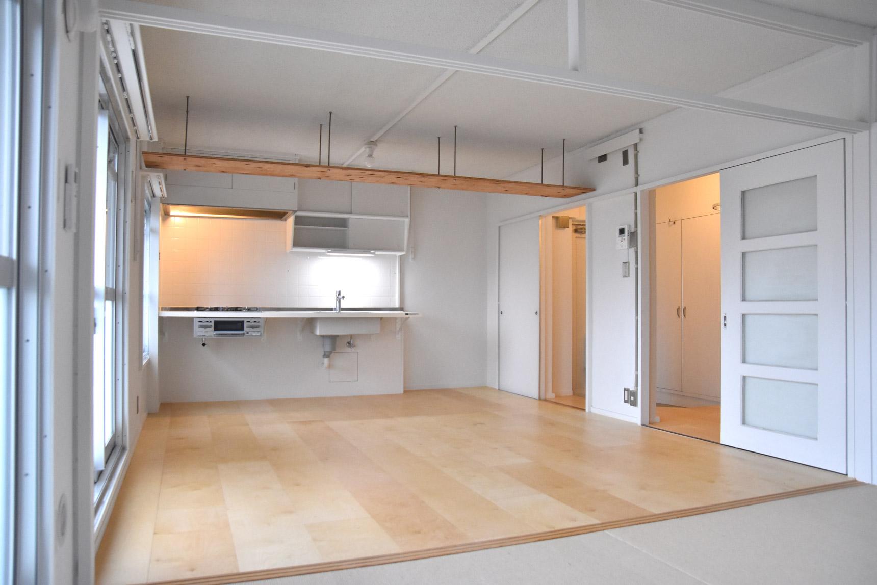 こちらは、白樺材を用いたやわらかい印象のお部屋。