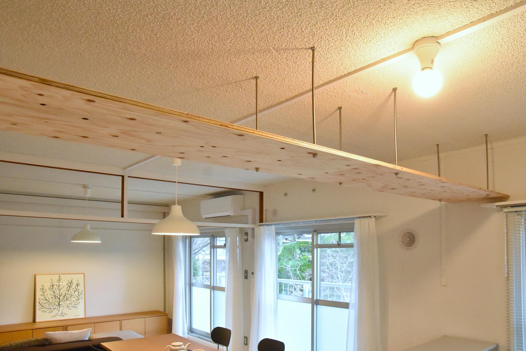 ダイニングとキッチンの間には「小天井」を設置。
