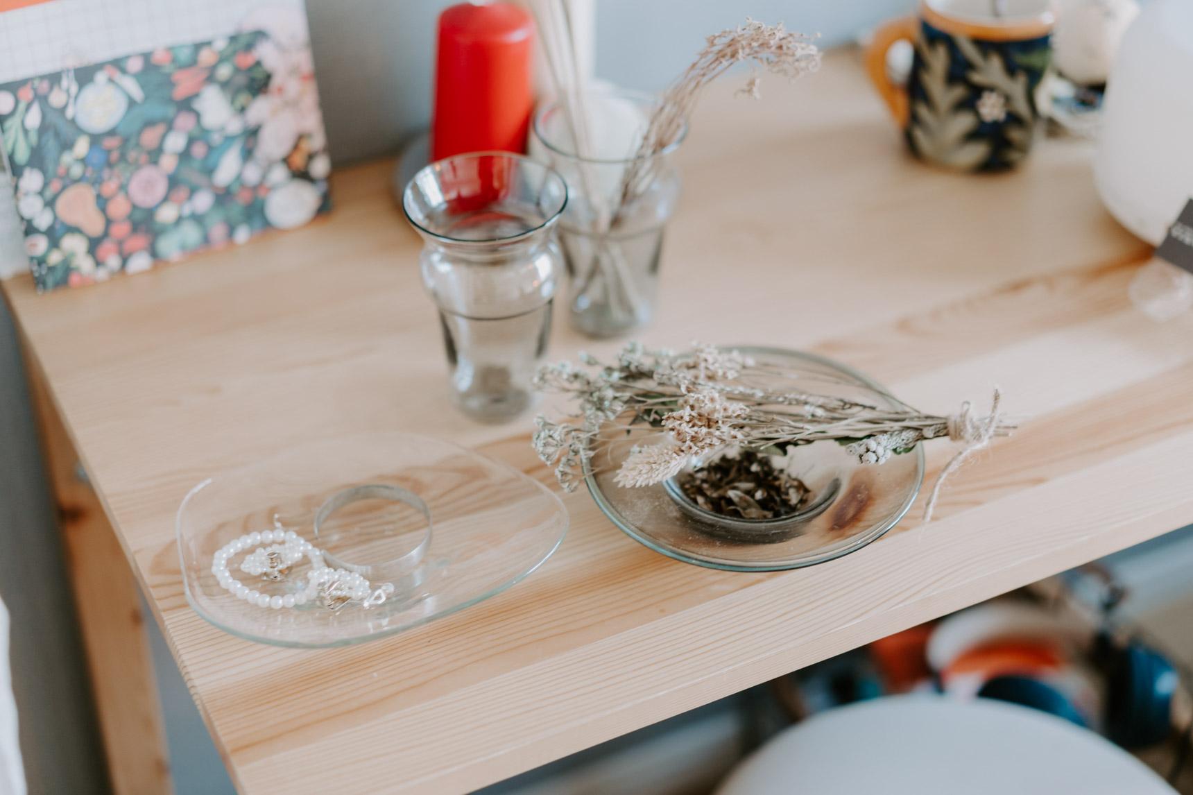お気に入りの、沖縄のガラス作家おおやぶみよさんの器。ガラスなのに、どこかあたたかい雰囲気です。