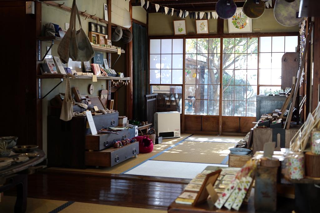 普段はこの場所を、大磯市に出店している作家さんたちの雑貨を販売するスペースとして開放しており、土日ともなれば多くの観光客でにぎわいます。