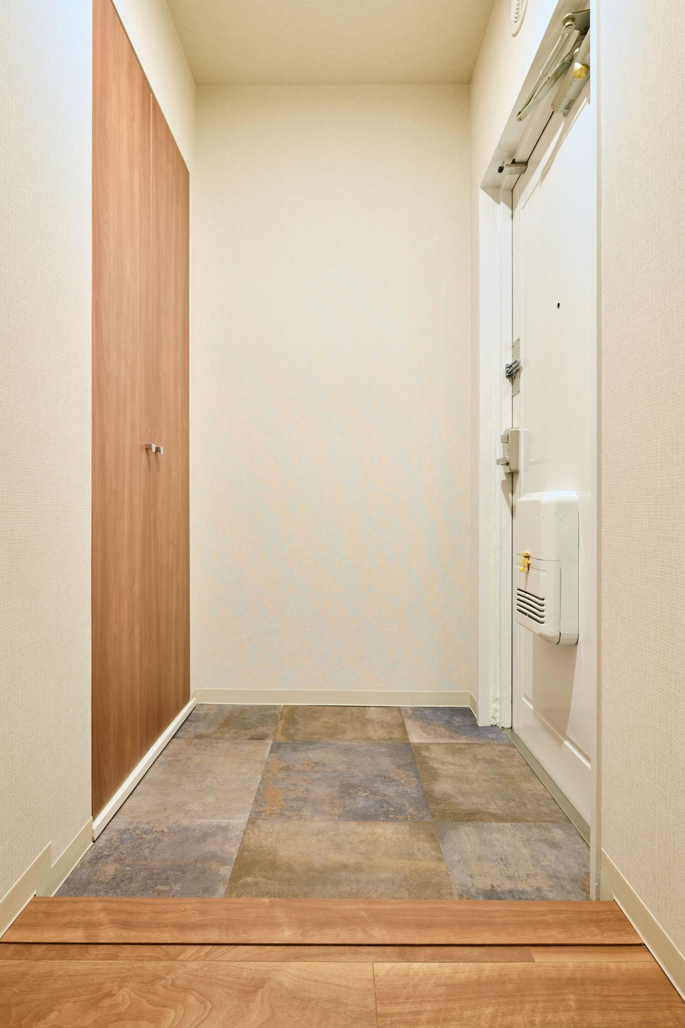 そして私が気に入ったのは玄関スペース。シューズクローゼットもしっかりあって、フロアシートのデザインもかっこいいですね。