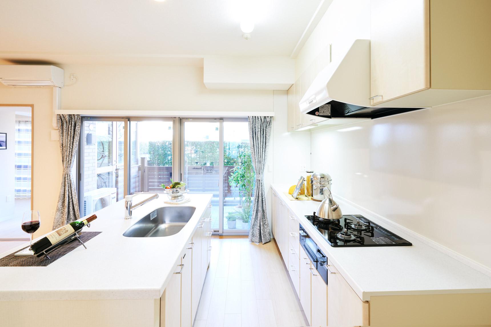 作業スペースも、収納力もたっぷりあるので、整った見せるキッチンにできそうです。