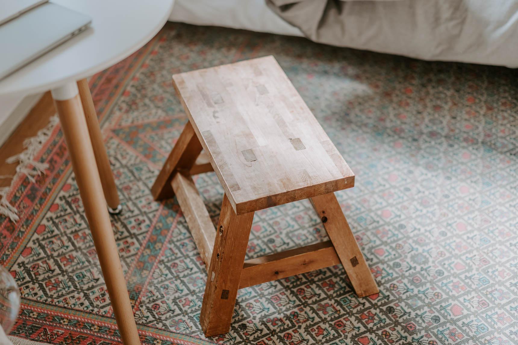 合わせているスツールは、なんとお兄さんが小学生の時に工作教室で作ったもの!椅子にも、テーブルにもなるのがポイントとのこと。