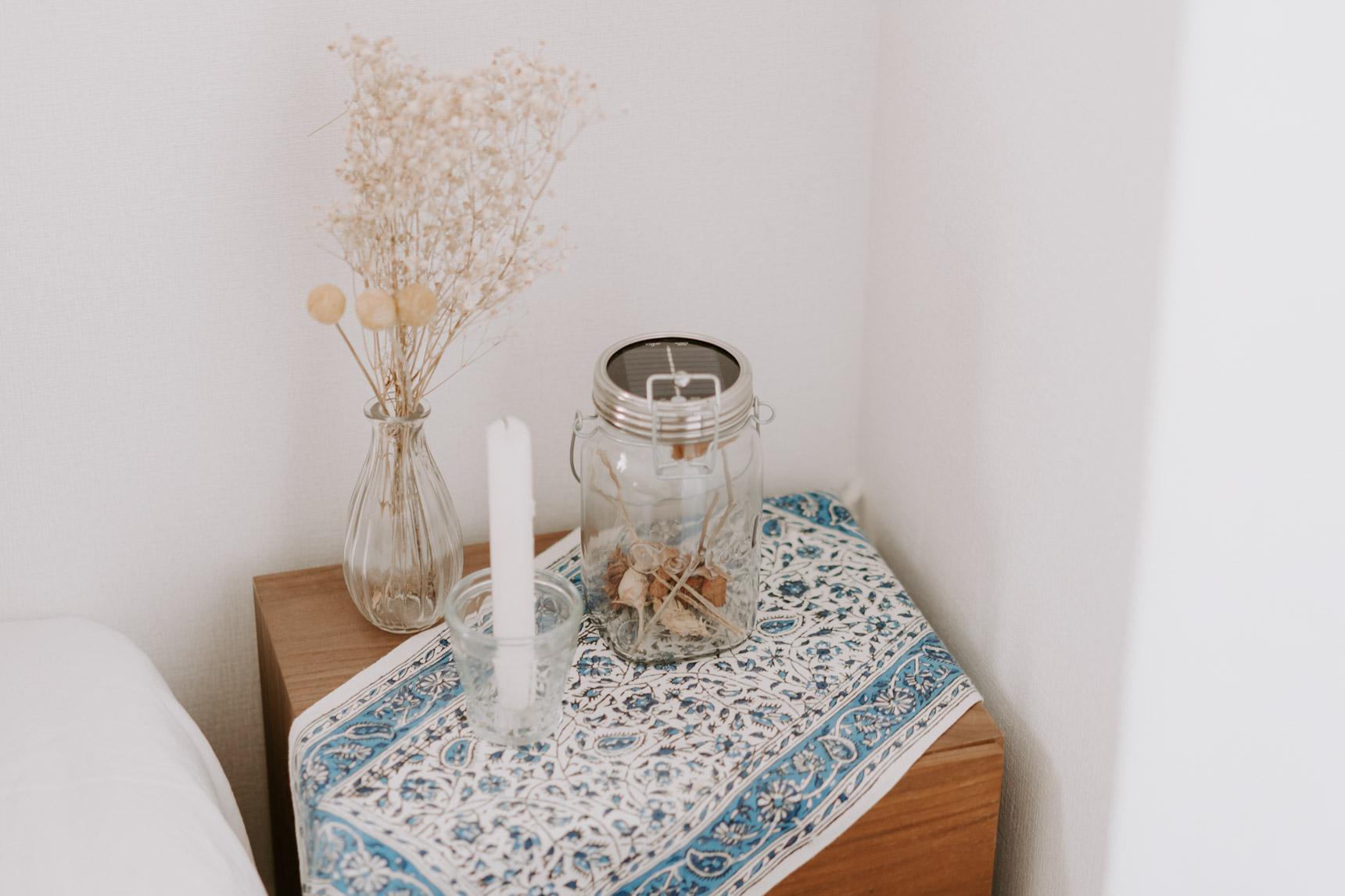 同じ植物モチーフの布を合わせて、あたたかみがあって落ち着いた印象に整えています。