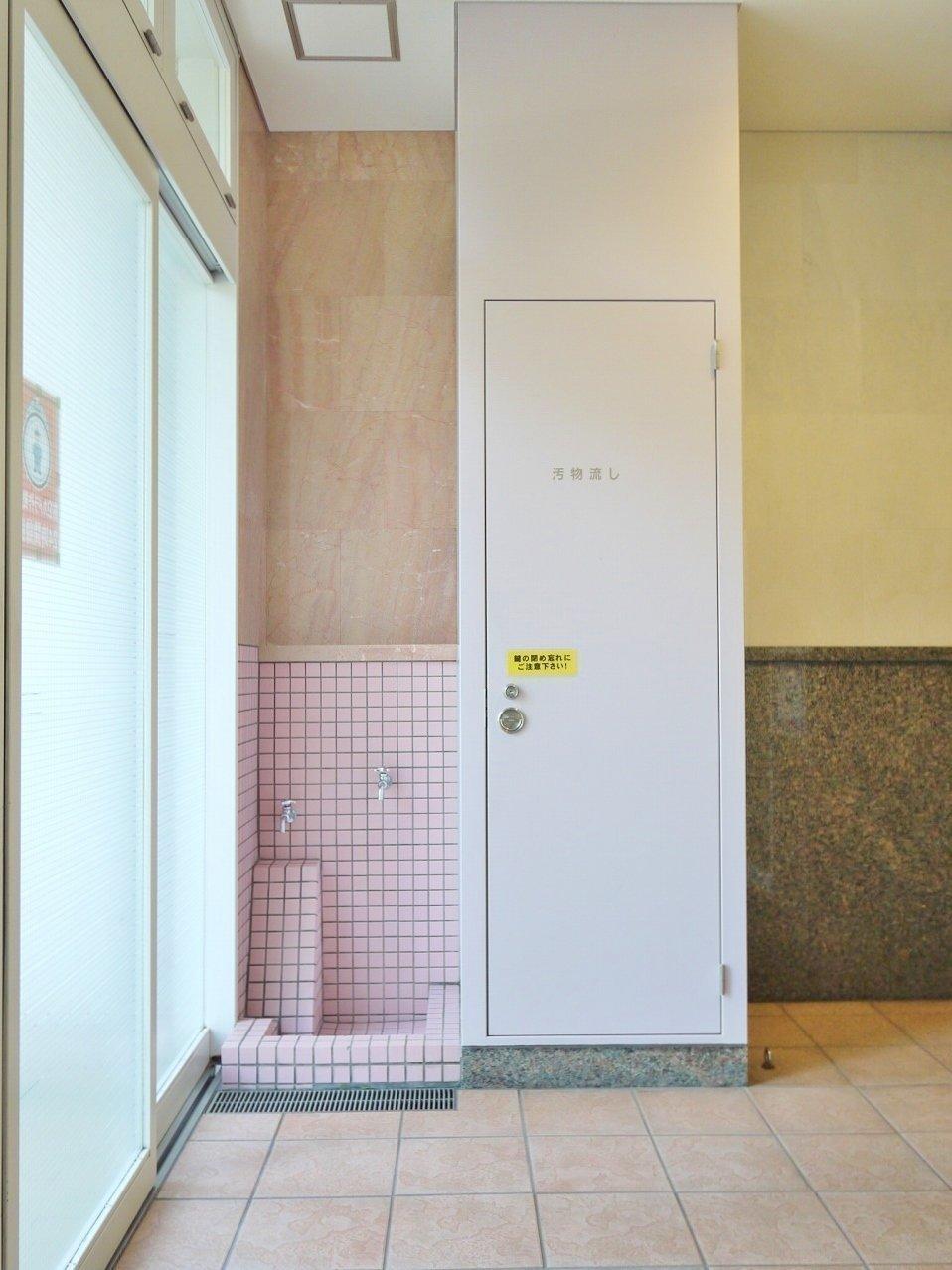 そして建物の1階には、散歩帰りの手足を洗う洗い場まで。ペットのために一生懸命考えられて作られた素敵なお部屋なのでした。