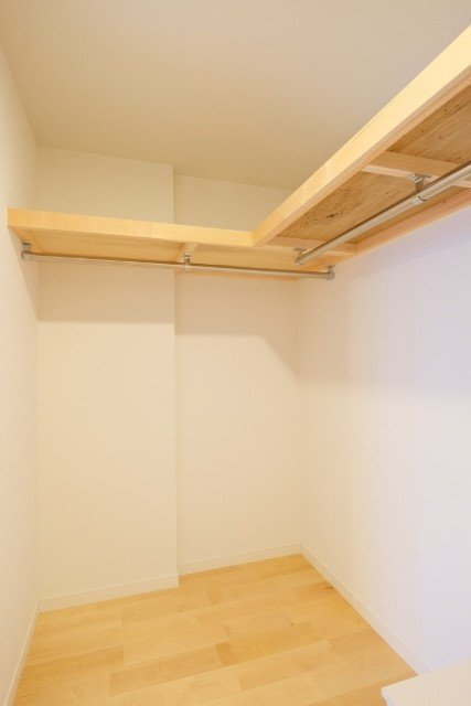 寝室の奥には、大きなウォークインクローゼットも取り付けられる予定。このくらいあれば、家族分の荷物も楽々収納できそうです。(※画像は完成イメージです)