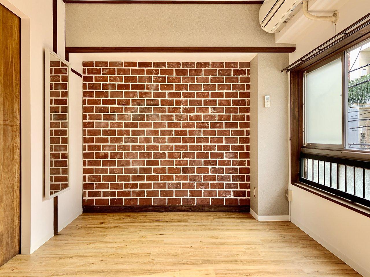 インスタ映えのレンガ風壁紙!一度はこういう面白いリノベ物件に住んでみたい。