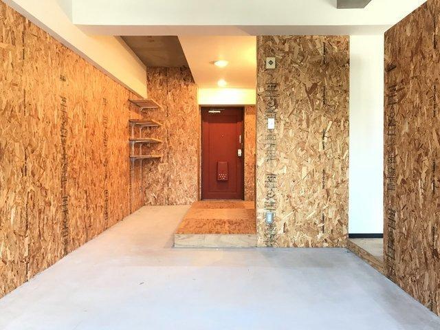 玄関から広い土間の続く、個性的なお部屋!