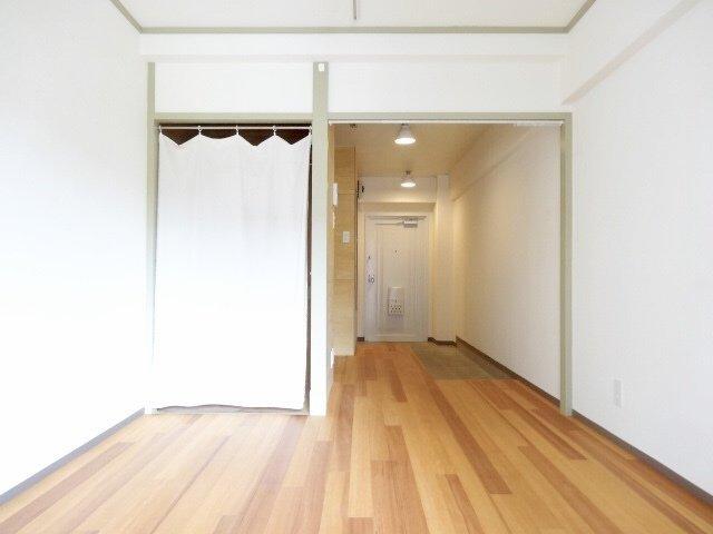 すっきりシンプルな内装で暮らしやすそうなリノベワンルームです