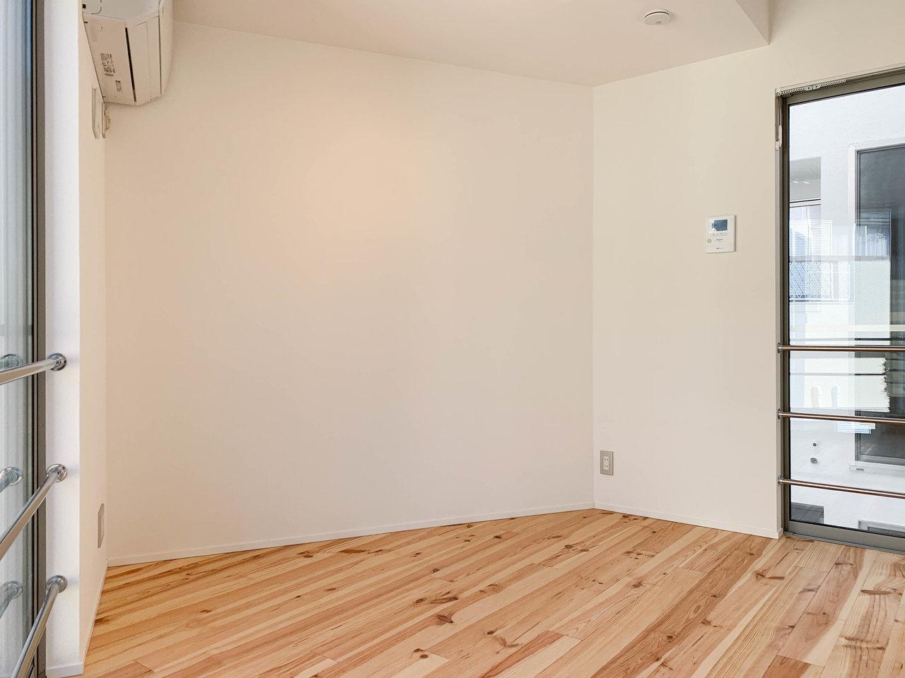1階のキッチンで作ったご飯を2階に持って行って、二人で仲良く団らん。6.7畳あるのでテーブルやソファ、テレビなどが置けますよ。