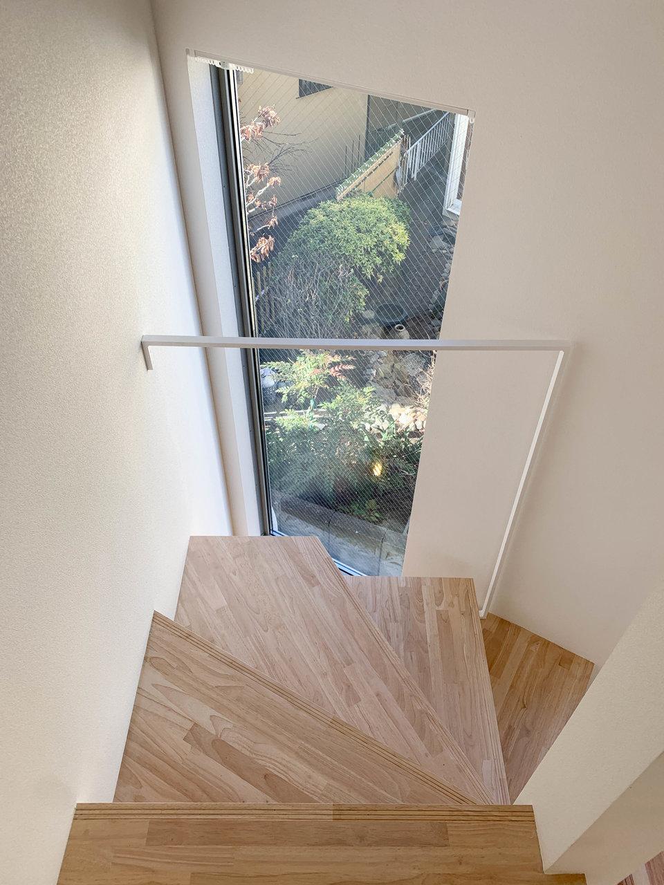 木をあしらった階段は存在感がありますね。