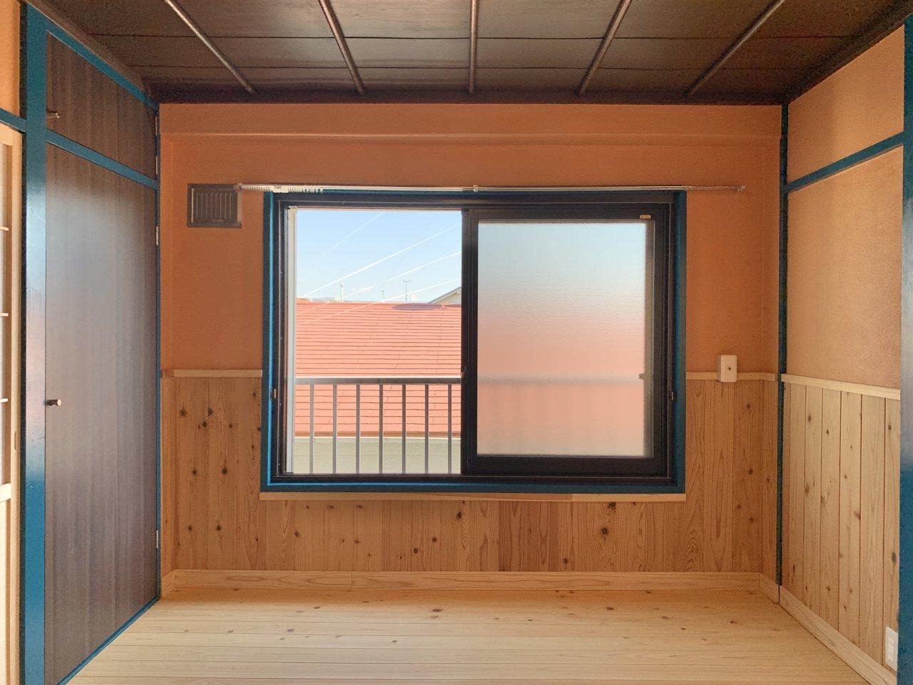 5畳のお部屋を寝室にしましょうか。キッチンと7畳の洋室の間には廊下があるので、わざわざ寝室を抜けなくてもリビングに向かえるのがいいですね。