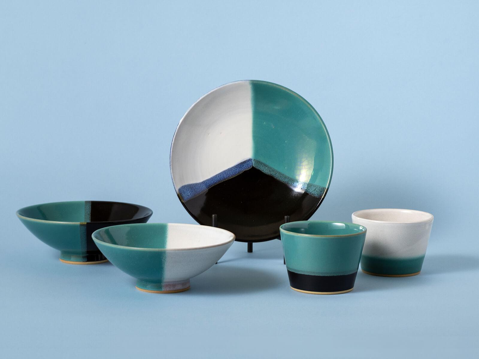 因州 中井窯:印象的な緑と白の掛分けは、中井窯の顔とも言えるうつわ。2000年からは、プロダクトデザイナー柳宗理らと共に仕事もし、新しい風をおこしている。