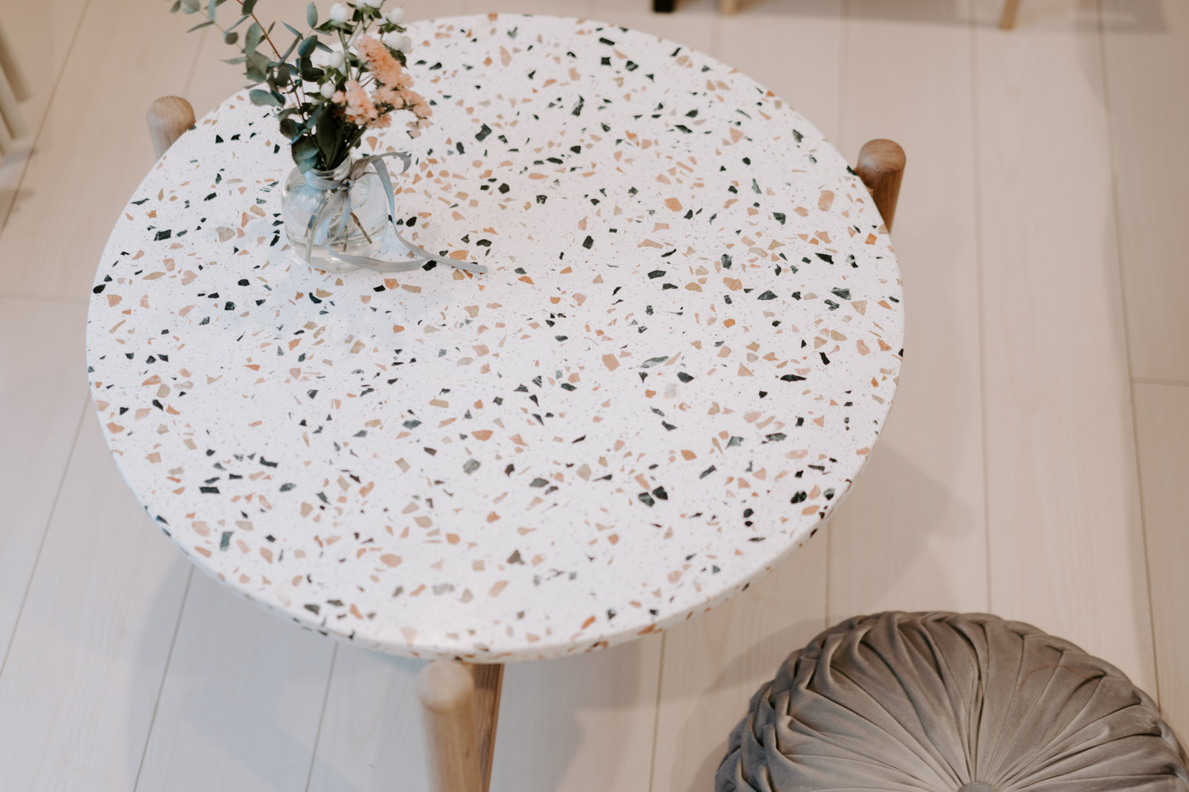 FrancFrancで買ったローテーブルは、引っ越す時に一番最初に決めたもの。柄の入ったテーブル、お部屋のアクセントになってとても素敵です。