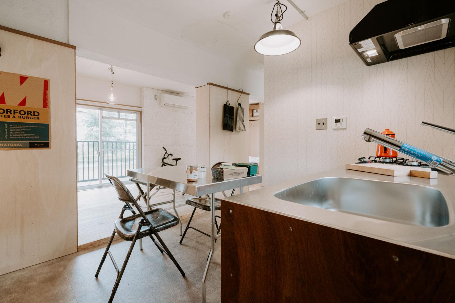 そして日当たりのいい南側には、無垢フローリングが敷かれた居心地の良い居室スペース。