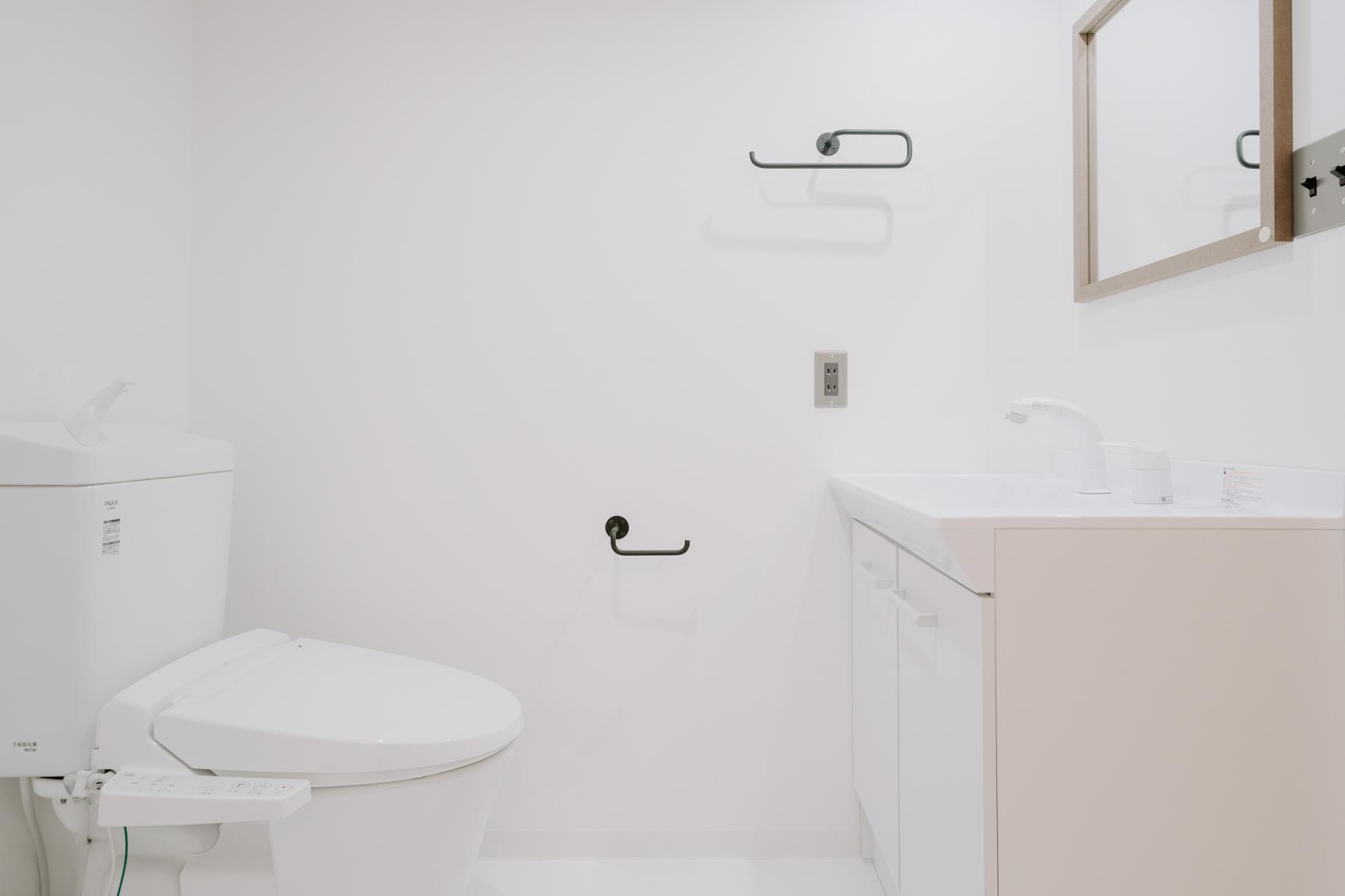 水回りの設備ももちろん全て新しいものになっています。洗面台もおしゃれで大きくて使いやすそう。