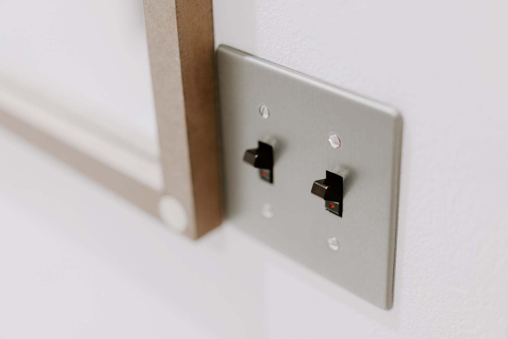 スイッチも、レトロなデザインのものが付いていて可愛い。