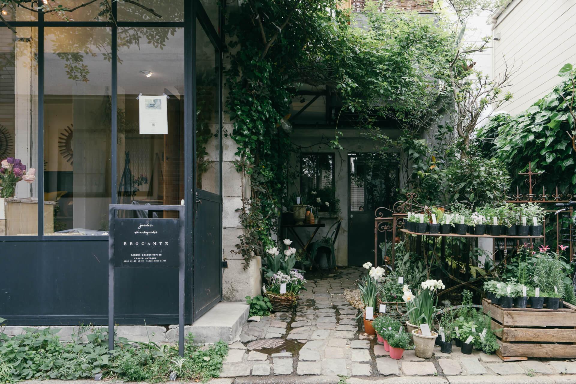 フランスアンティーク家具の販売と、ガーデンプランニングを行うBROCANTE(ブロカント)