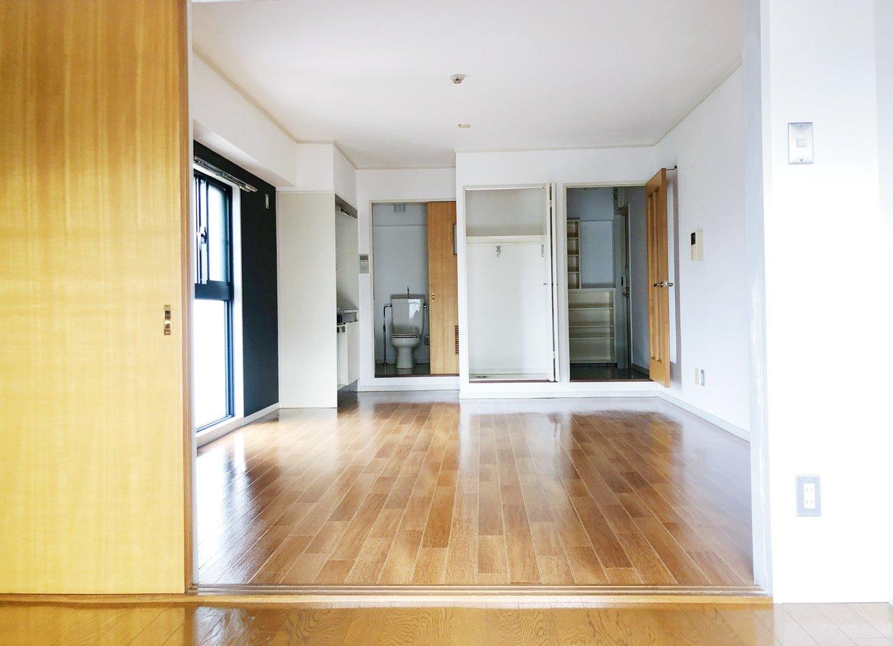キッチンなどの水回りスペースは必要最小限なのですが、その分居室が広々!広いお部屋で大きなソファなどを置いてリラックスして暮らしたい方におすすめです。