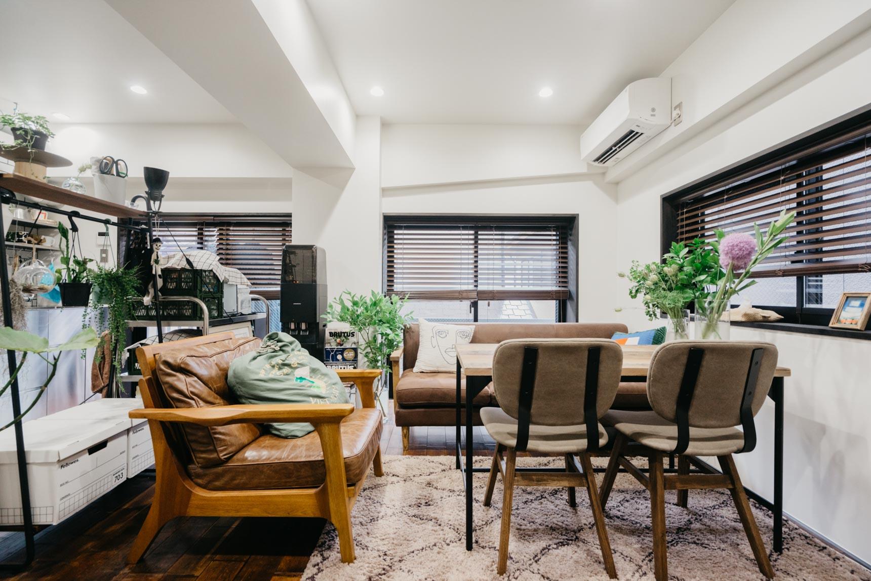 座面が高めのソファなら、ダイニングテーブルと組み合わせて使うことも可能(このお部屋はこちら)
