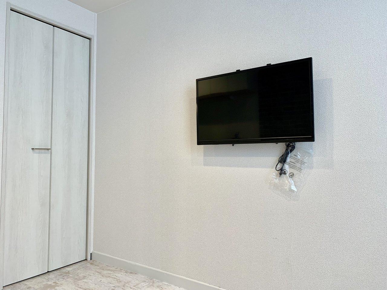 ベッドから見える位置には壁掛けのテレビが!これはありがたい。