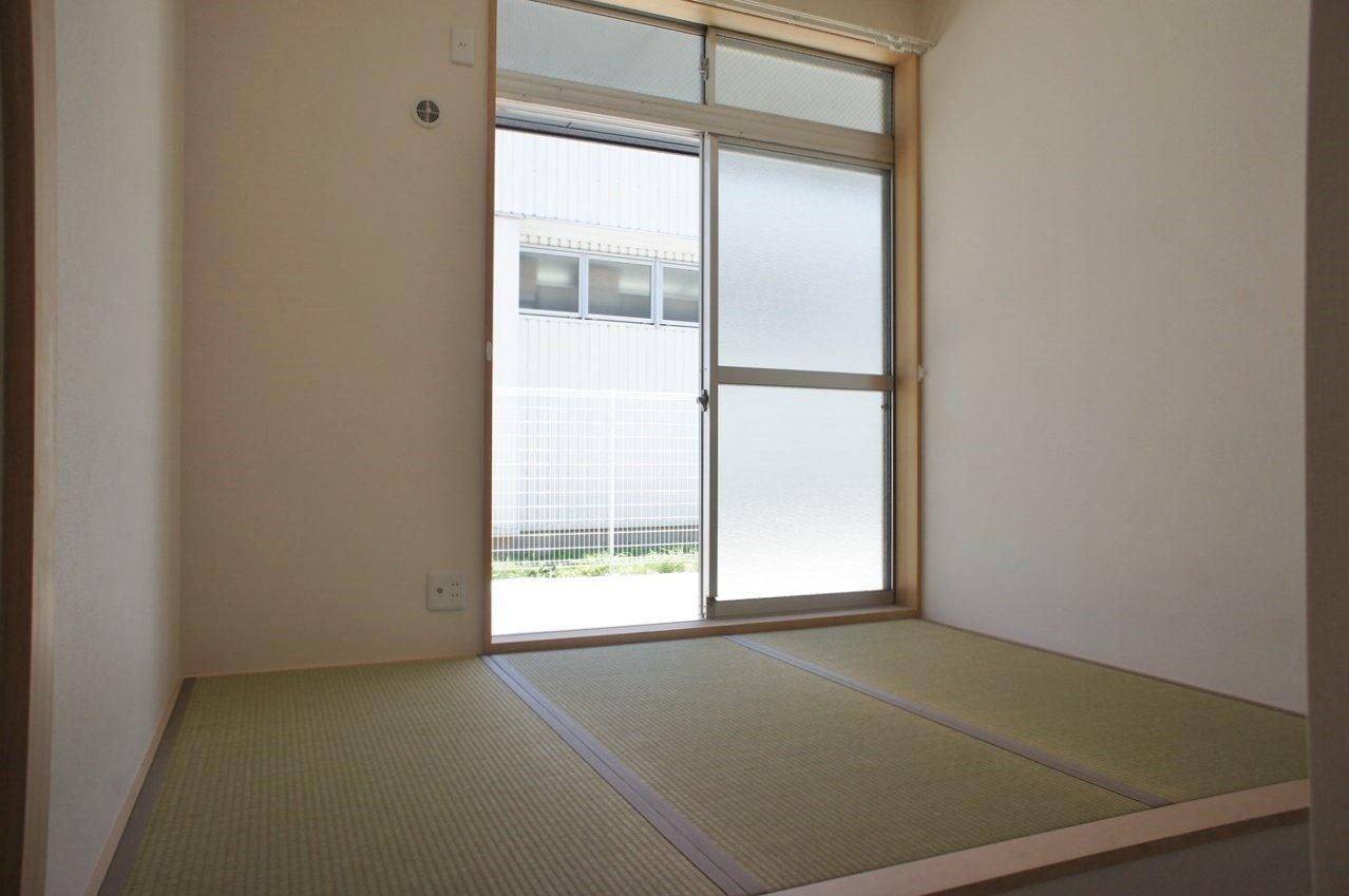 1階にはほかにも3畳の和室の部屋もありました。テレビを置いて、食事の後の家族だんらんのスペースに最適です。