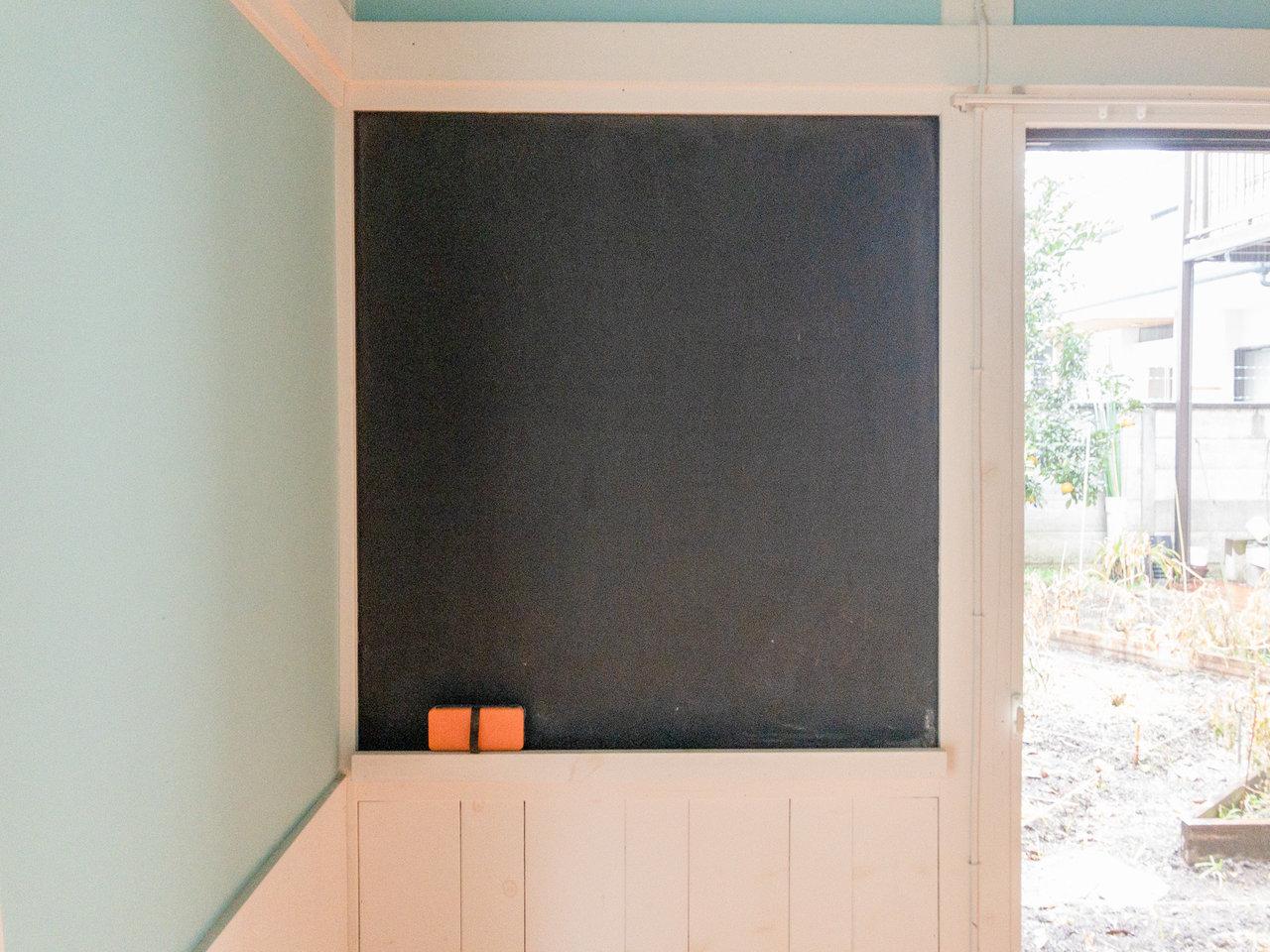 居室には、黒板もありました。1週間の目標を書いてみたり、今晩の夕飯のメニューを書いたり、カレンダーを書いてみたり……。個性を存分に発揮できそうです。