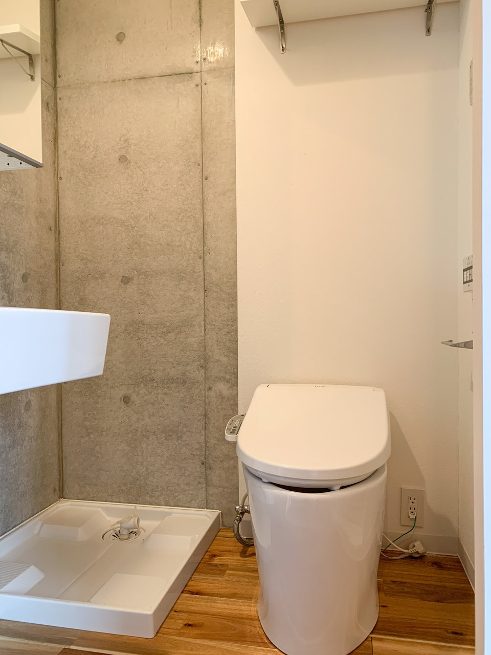 居室の隣には、水回りがコンパクトに1か所にまとまっていて使いやすそう。バストイレ別なのもうれしい。